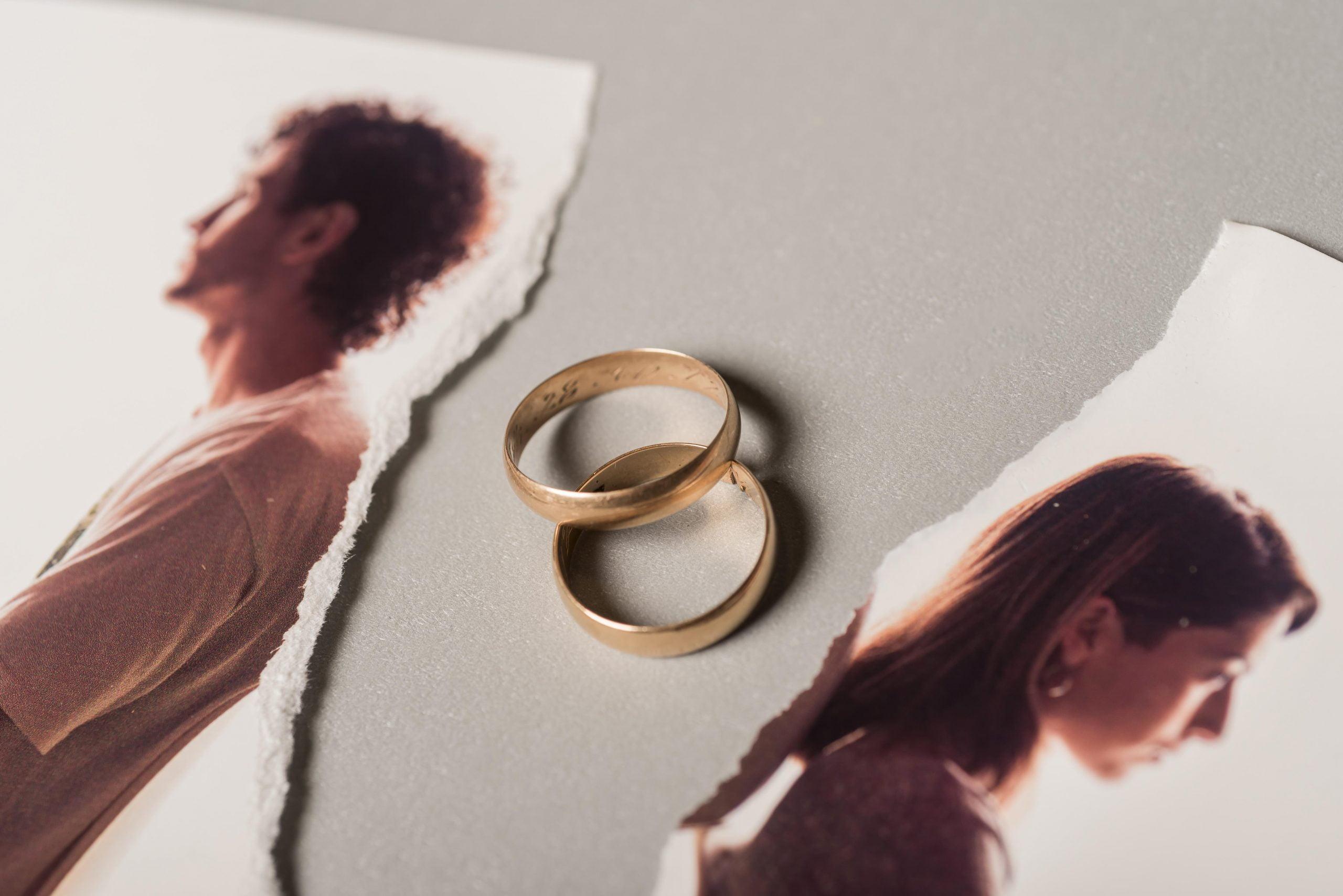 Jak przygotować się do rozwodu - obrączki
