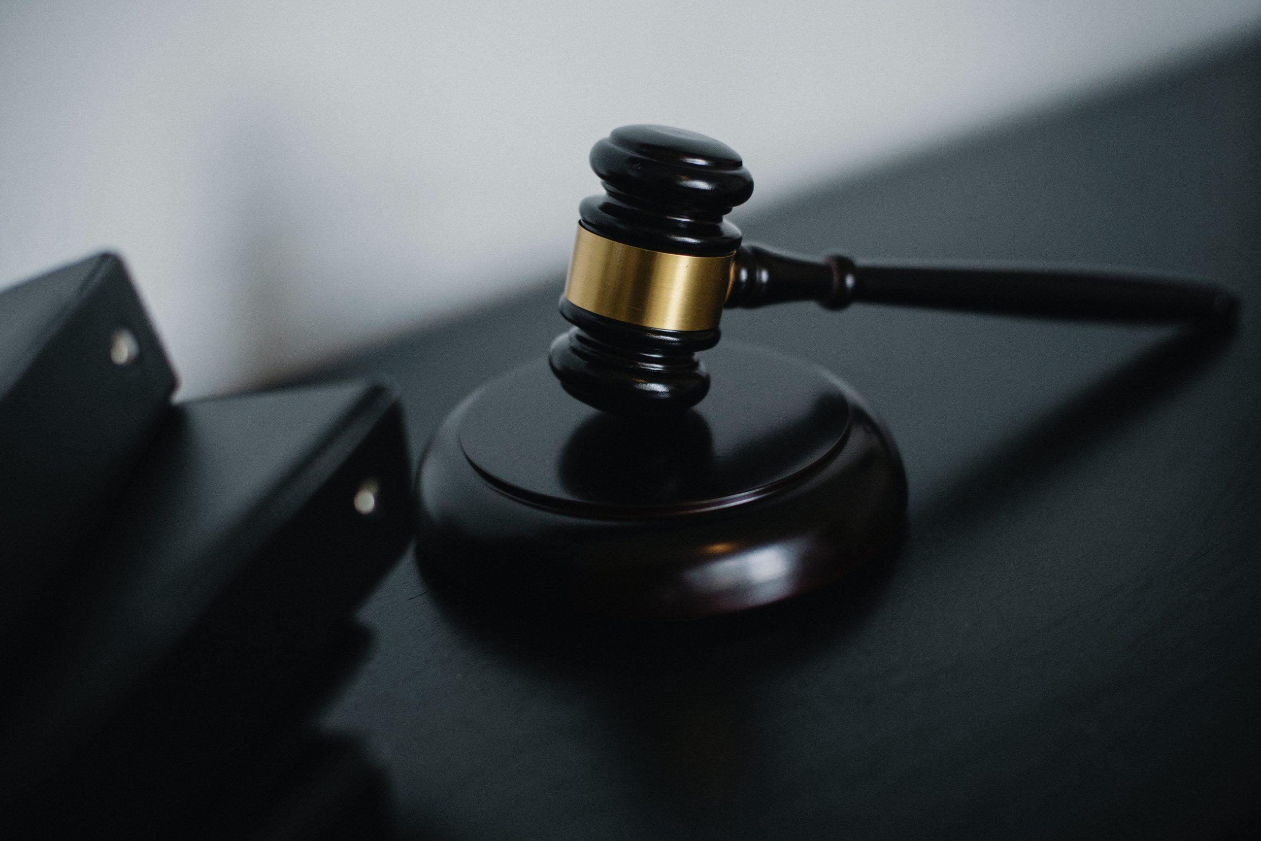 Świadek rozwodowy - młotek