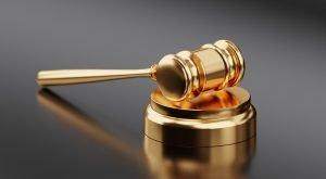 Różnice między tytułem egzekucyjnym a wykonawczym - Młotek sędziego